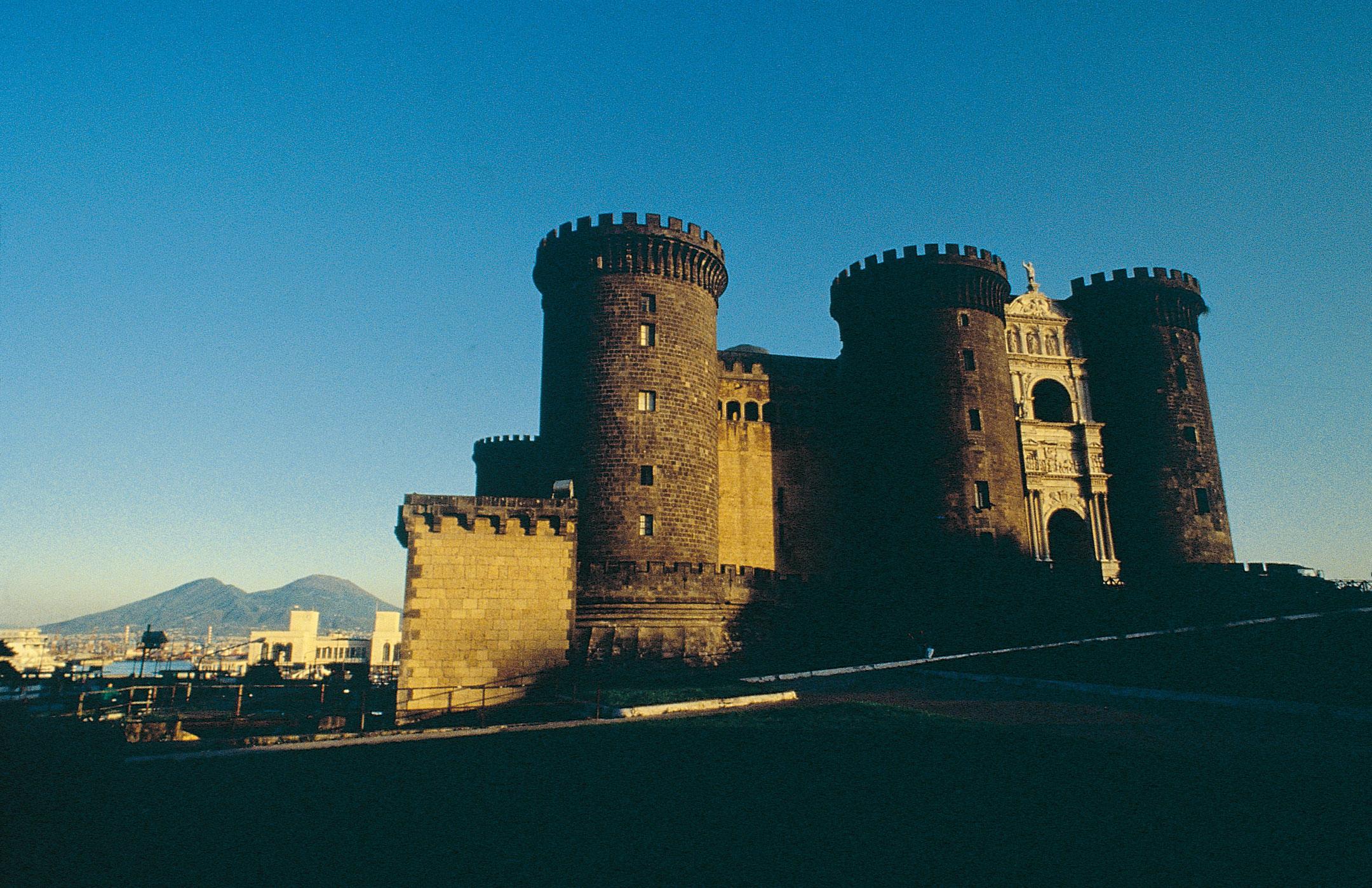 Foto del Castel Nuovo comunemente conosciuto come Maschio Angioino a Napoli