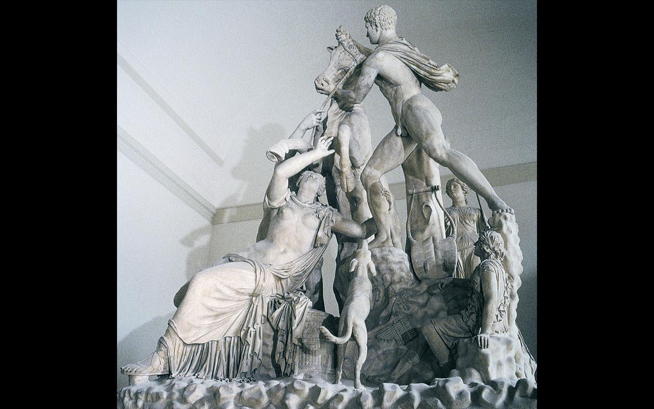 Museo Archeologico Nazionale Napoli L'immagine mostra la statua del Toro Farnese, collocata all'interno