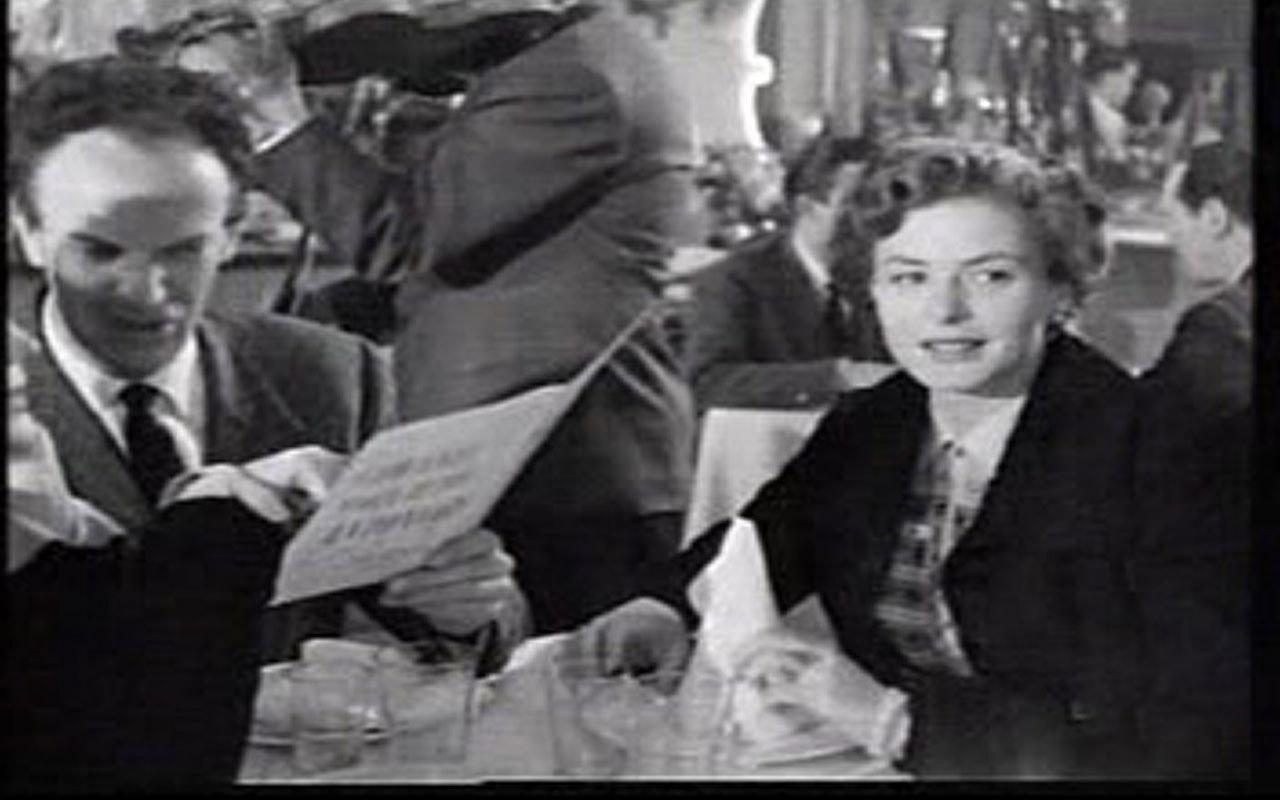 In fotografia si vedono i protagonisti del film Viaggio in Italia cenare al ristorante La Bersagliera