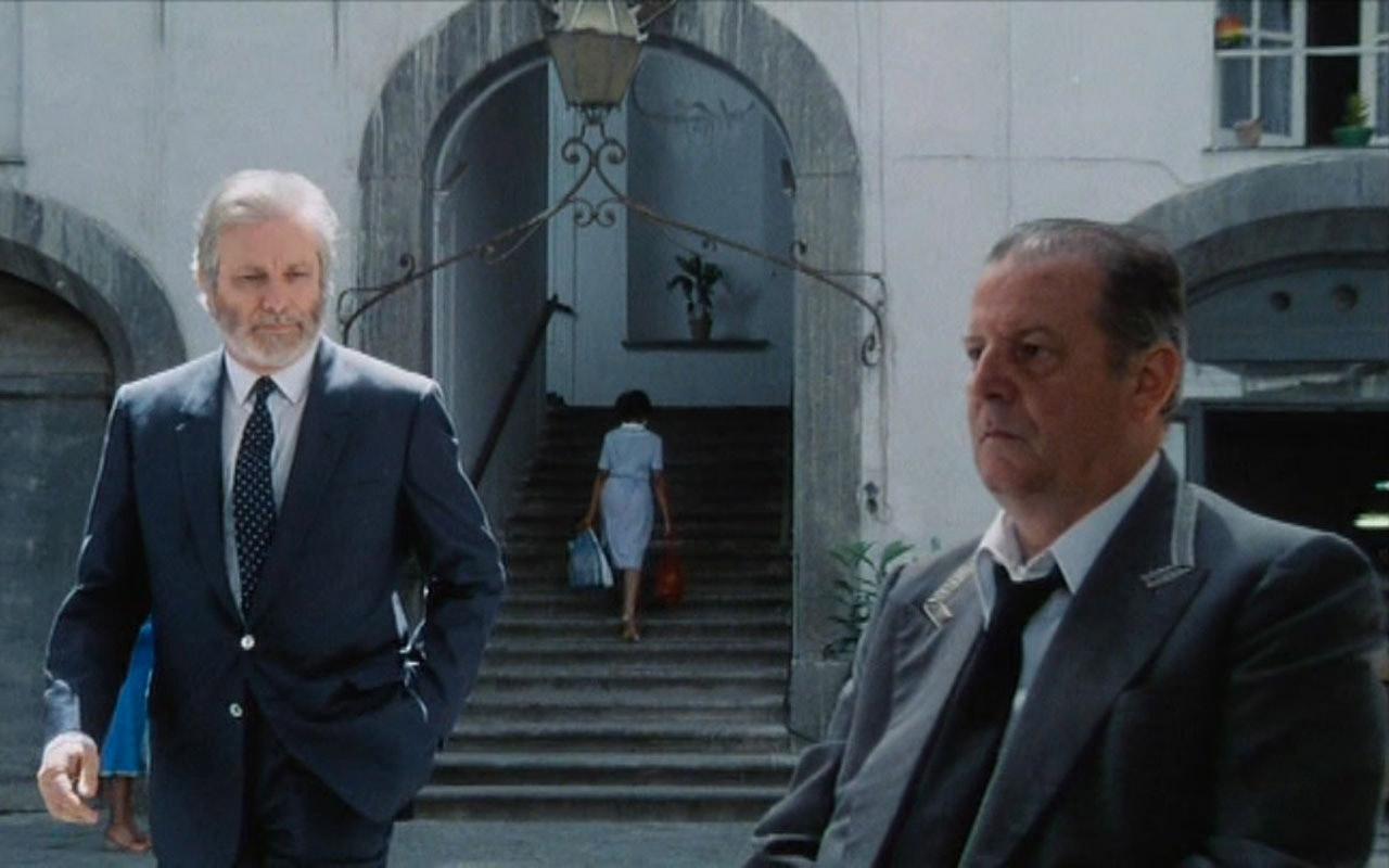 Così parlò Bellavista, film diretto e interpretato da Luciano De Crescenzo, è girato in via Foria