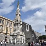 Veduta di Piazza del Gesù Nuovo con l'omonima chiesa e la guglia dell'Immacolata