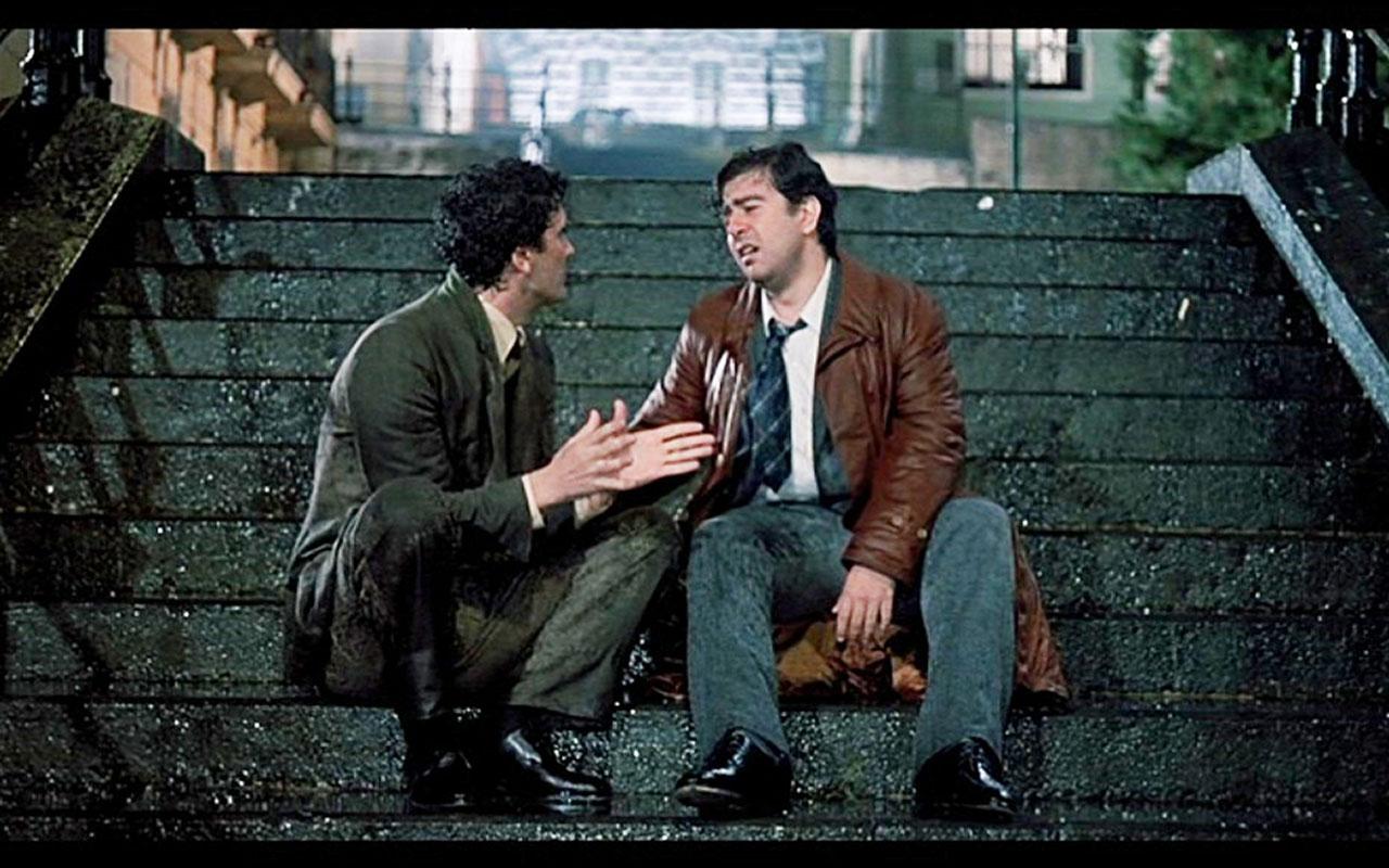 Le gradinate di via Andrea Mariconda è la location del film Scusate il ritardo. I protagonisti sono Massimo Troisi e Lello Arena