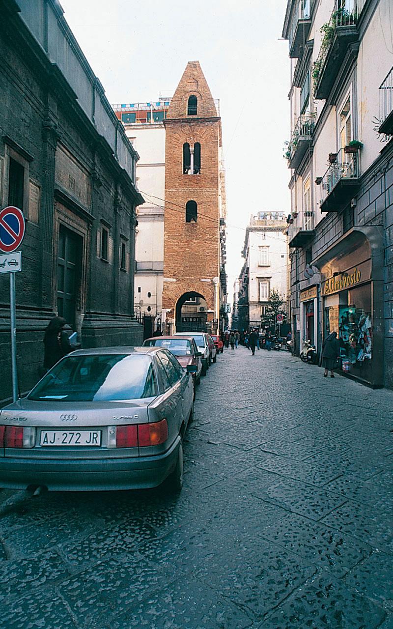 Il Campanile della Pietrasanta è ubicato sul sagrato della chiesa di Santa Maria Maggiore in via dei Tribunali. Il campanile è in stile romanico ed è il più antico della città