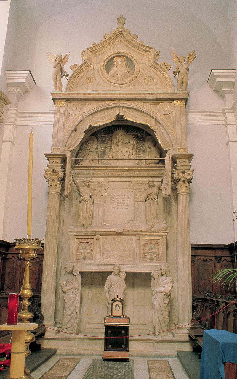 La Chiesa di Sant'Angelo a Nilo si trova in Piazzetta Nilo, nel cuore del centro storico e della Napoli greco-romana. La chiesa è fondata nel 1384 per volere , ubicata nel cuore del centro storico della città, è nota per il sepolcro del cardinale Rinaldo Brancaccio, opera di Donatello e Michelozzo