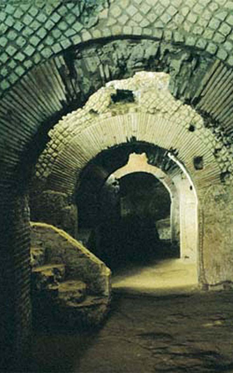 L'area archeologica del complesso monumentale di San Lorenzo Maggiore conserva i resti della città greco-romana e altomedievale