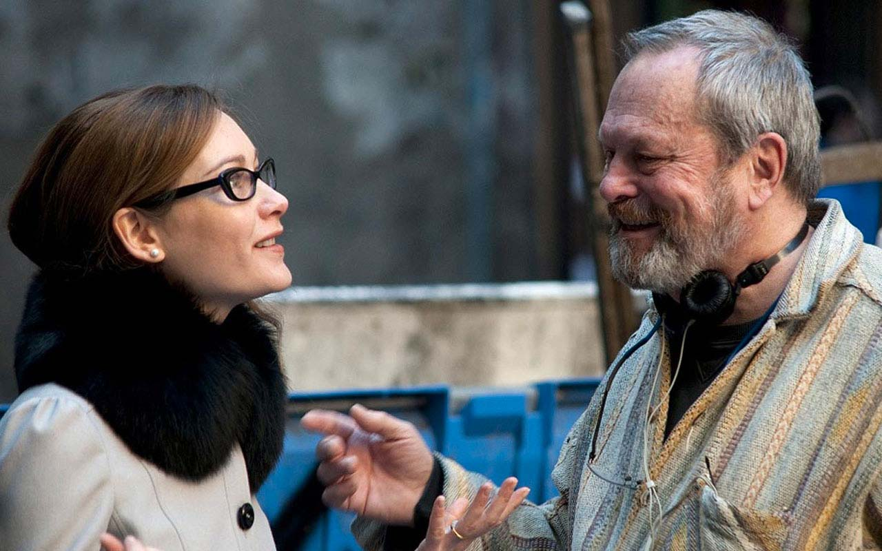 Terry Gilliam e Cristiana Capotondi sul set di The Wholly Family. Una location del cortometraggio di Gilliam è Piazza Riario Sforza
