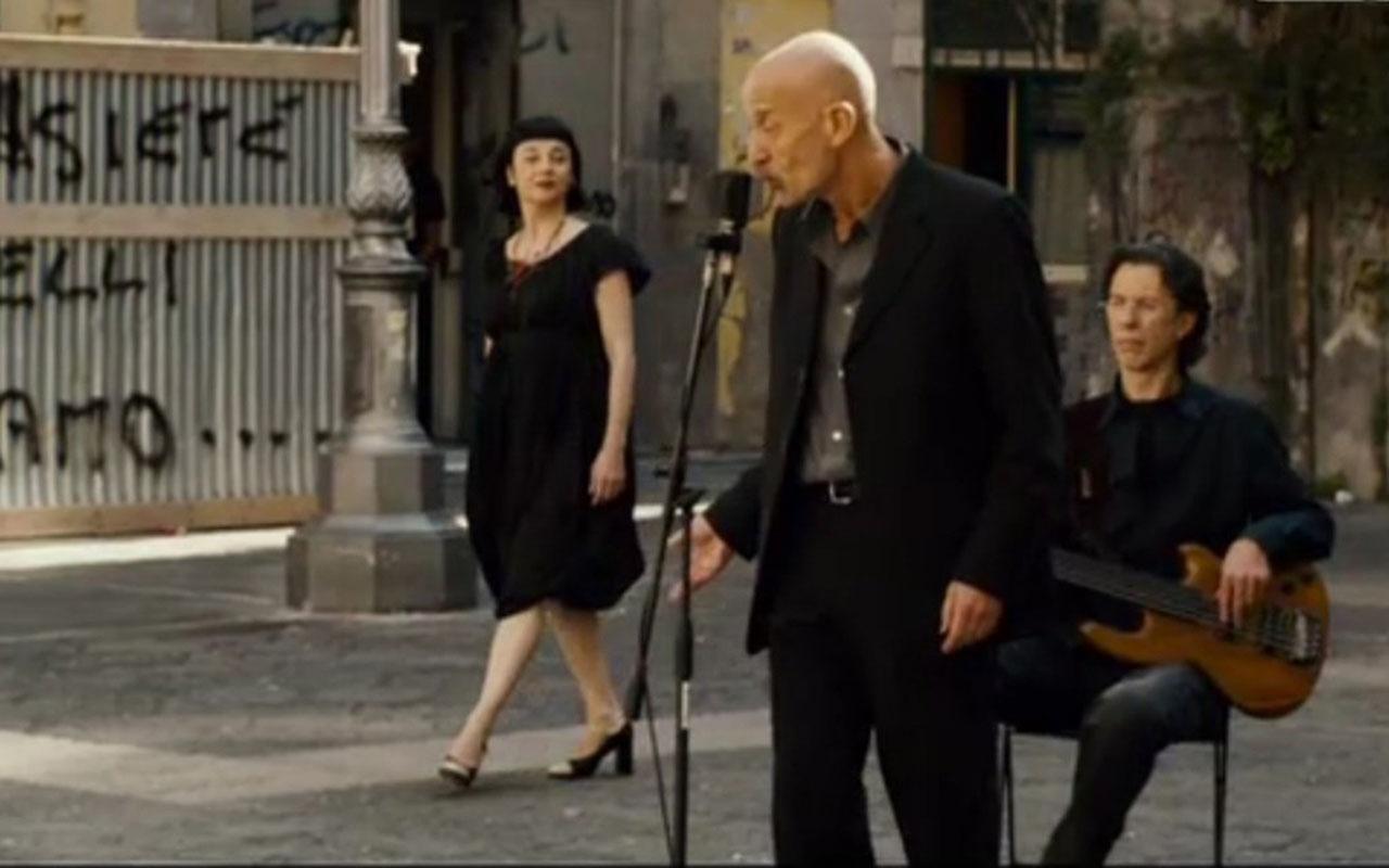 Largo Banchi Nuovi in Passione fa da cornice alla performance degli Avion Travel e della cantante Misia