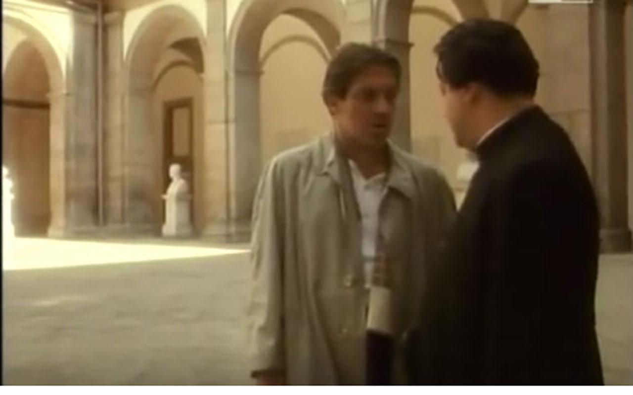 Il cortile delle statue dell'università Federico II, in via Paladino, è il set del film Morte di un matematico napoletano