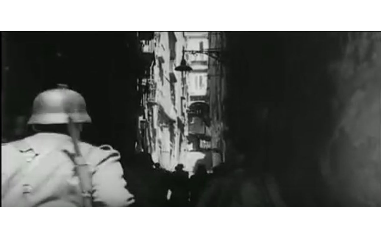 In Le quattro giornate di Napoli, la scala di Pendino Santa Barbara è teatro di un altro scontro tra i napoletani e i soldati tedeschi