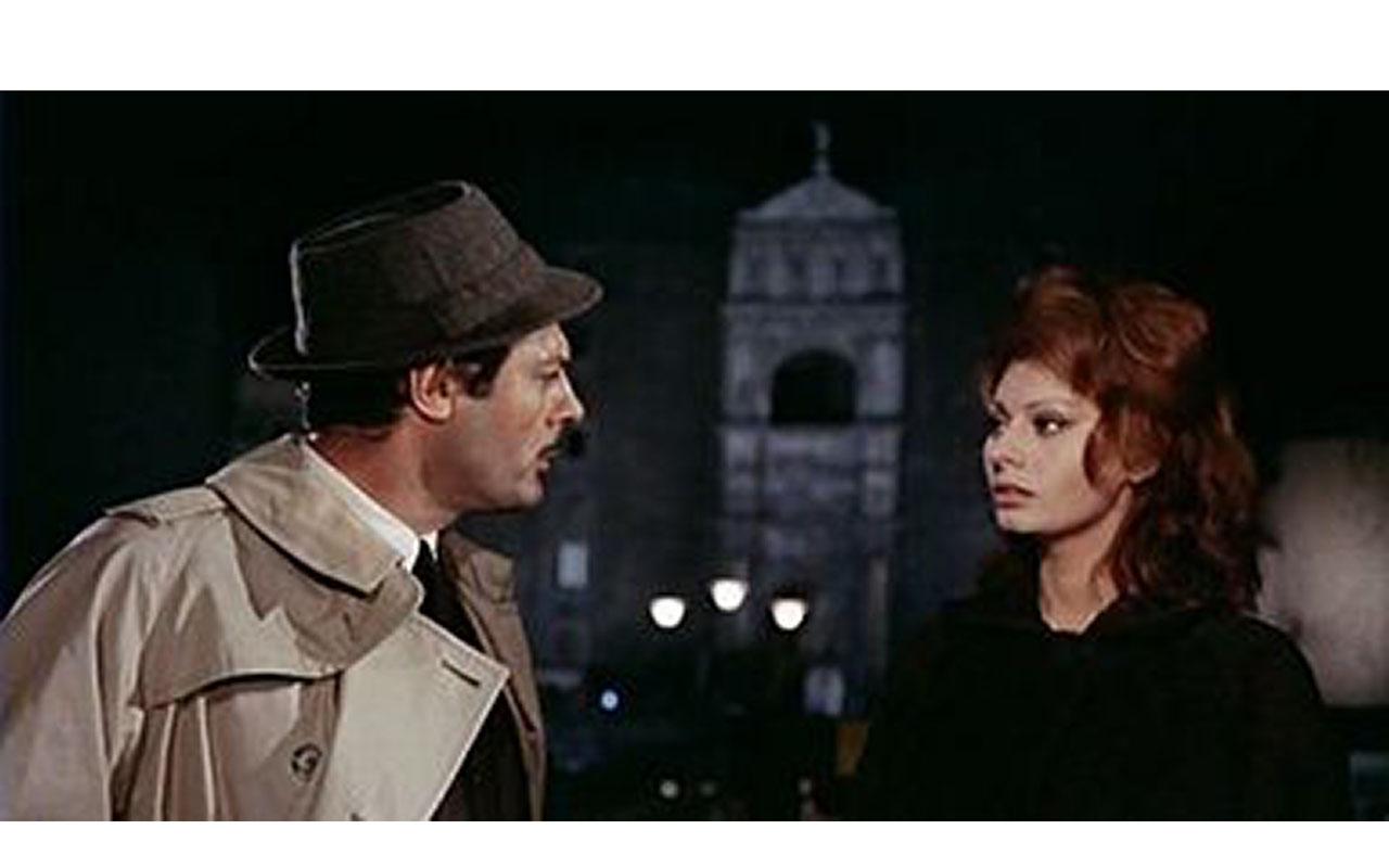 Una scena tratta dal film Matrimonio all'italiana, girata in via San Carlo, con gli attori Marcello Mastroianni e Sofia Loren