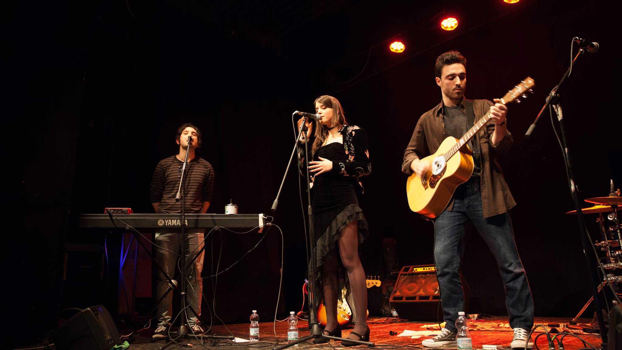 Il gruppo Greta & The Wheels aprono la rassegna musicale Aperitivi d'emergenza