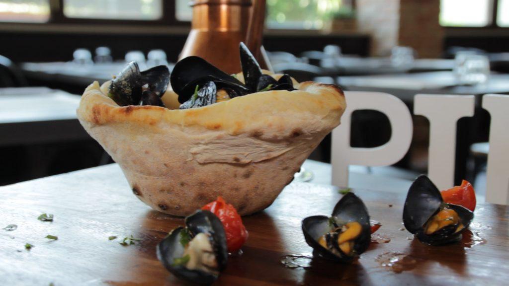 zuppa di cozze piatto della tradizione napoletana per il giovedì santo. Ricetta della zuppa di cozze